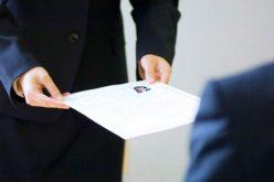 Giữ giấy tờ tùy thân người giúp việc gia đình