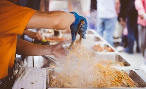 Xử phạt người bán thức ăn đường phố không đảm bảo ATTP